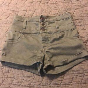 Highwaisted Olive Green Shorts